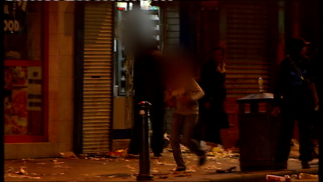 manchester shops to exclude people convicted of looting tx looters running out of damaged store long shot hooded youths attempting to kick in window... - bonnet stock videos & royalty-free footage