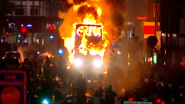 riots described as 'wakeup call' for criminal justice system 682011 london tottenham riots burning bus in high street riot police and rioters in... - ジャッキー ロング点の映像素材/bロール