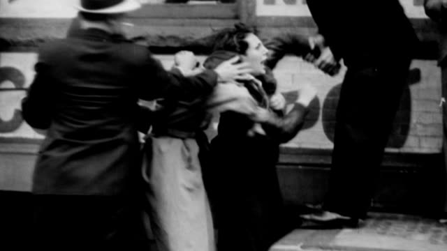 vídeos de stock, filmes e b-roll de riots in brooklyn docks against hans weidemann and his nazi envoy to chicago world's fair / men and women clash with police in riot in brooklyn docks... - 1933