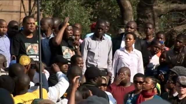 riots in johannesburg over support for politician julius malema; ext malema supporters waving arms and punching air malema on stage in cap addressing... - ハウテング州点の映像素材/bロール