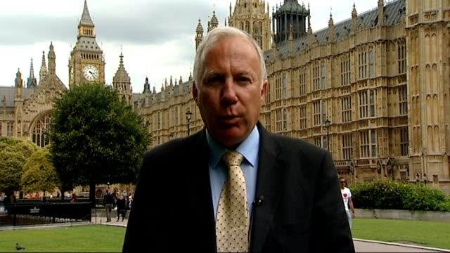 politicians and senior police officers disagree over handling of public disorder; westminster: day reporter to camera - itv weekend late news点の映像素材/bロール
