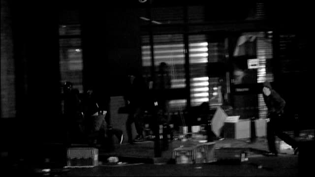 vídeos de stock, filmes e b-roll de row over 'harsh' sentences r08081101 london brixton masked looters / riot police officers - brixton
