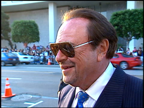 vidéos et rushes de rip torn at the 'men in black' premiere at the cinerama dome at arclight cinemas in hollywood california on june 25 1997 - rip torn