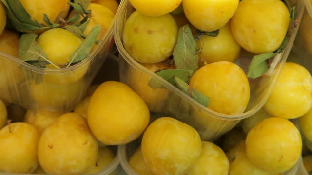 cu ld ripe lemons for sale in market / venice, italy - stack stock videos & royalty-free footage