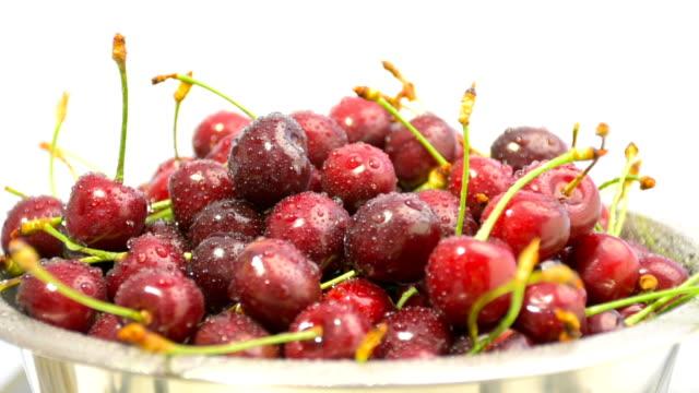 Cerejas vermelhas maduras na Tigela, grande plano