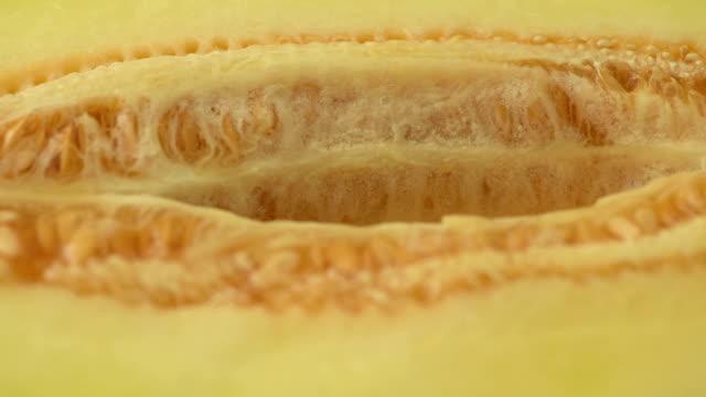 vídeos de stock, filmes e b-roll de saborosa melão maduros - melão musk