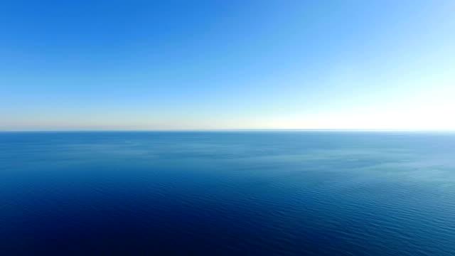 ANTENN: Krusade vattenytan med blått vatten