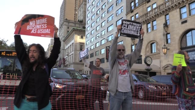 rise and resist and extinction rebellion climate activists stage civil disobedience to protest climate emergency outside plaza hotel shutting down... - hinweisschild stock-videos und b-roll-filmmaterial