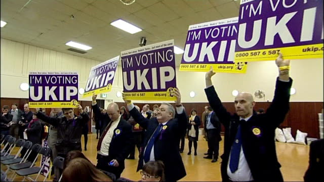 rise of uk independence party in british politics middlesbrough int ukip supporters holding up posters at byelection count - 英国独立党点の映像素材/bロール