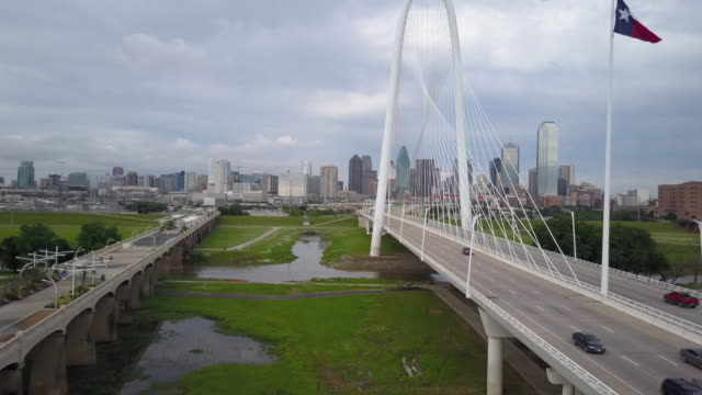 rising aerial of margaret hunt hill bridge with dallas skyline - dallas stock videos & royalty-free footage