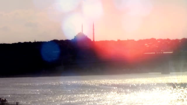 立ち上がる穏やかさ - イスタンブール 金角湾点の映像素材/bロール