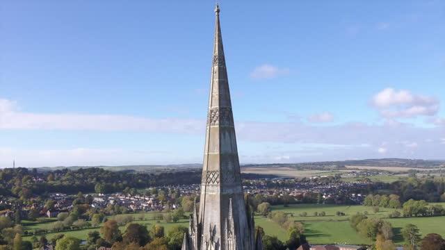 rising drone shot of salisbury cathedral - pinnacle stock videos & royalty-free footage