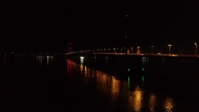 rising drone shot of the humber bridge at night - hull stock videos & royalty-free footage