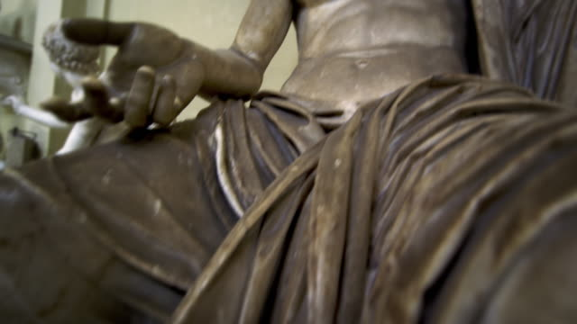 rising shot of the emperor tiberius inside vatican - statue stock videos & royalty-free footage