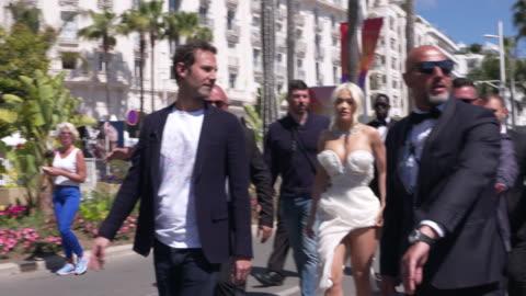 stockvideo's en b-roll-footage met rita ora on may 16, 2019 in cannes, france. - internationaal filmfestival van cannes