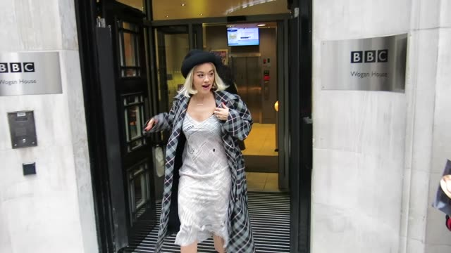 rita ora, ruth wilson, jamie oliver and chris evans leaving bbc radio 2 on december 14, 2018 in london, england. - jamie oliver stock videos & royalty-free footage
