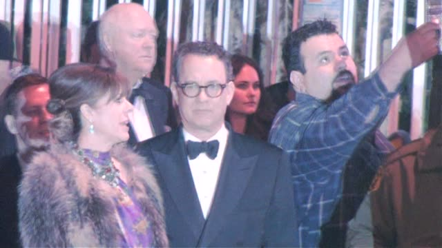 vídeos de stock, filmes e b-roll de rita wilson and tom hanks at the 2011 vanity fair oscar party at sunset tower in west hollywood at the celebrity sightings in los angeles at los... - festa do oscar