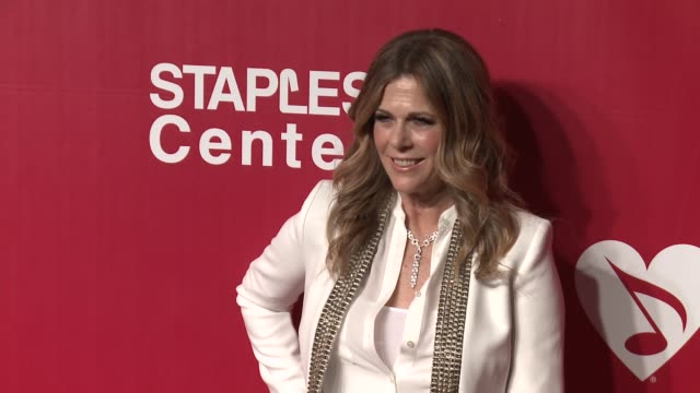 rita wilson at the 2016 musicares person of the year honoring lionel richie at los angeles convention center on february 13, 2016 in los angeles,... - ライオネル・リッチー点の映像素材/bロール