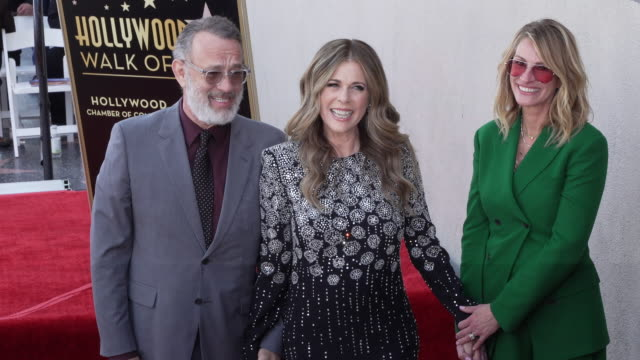 rita wilson, tom hanks and julia roberts at the rita wilson honored with a star on the hollywood walk of fame on march 29, 2019 in hollywood,... - celebritet bildbanksvideor och videomaterial från bakom kulisserna