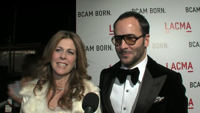 vídeos de stock, filmes e b-roll de rita wilson wearing lanvin and tom ford on the new addition to lacma some of their favorite contemporary artists and the weirdest art piece they've... - tom ford