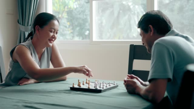 rivalry chess: senior couple trying to play chess for relaxation at home - cerebellum stock videos & royalty-free footage