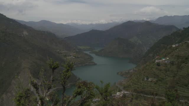 vídeos y material grabado en eventos de stock de river and lake  in himalayas - lozano