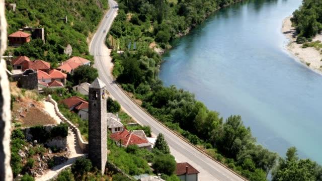 river and pojitelj(full shot) - ボスニア・ヘルツェゴビナ点の映像素材/bロール