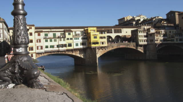 ws river arno and ponte vecchio / florence, italy - ponte stock videos & royalty-free footage