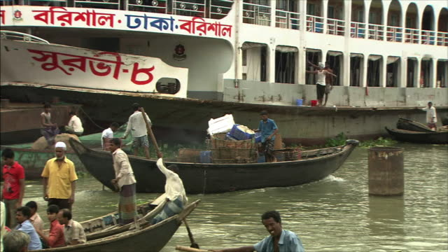 River Boatslip A boat with packages aboard Zoom Bak A lot of small boats