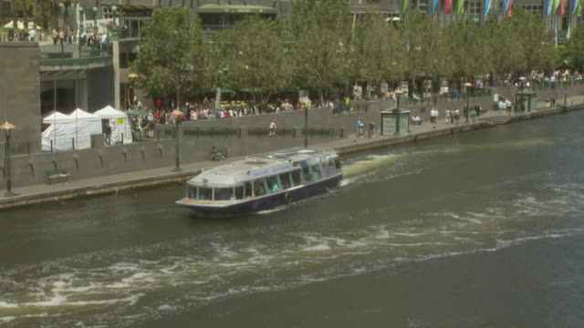 river cruise boat, melbourne, australia - 史跡めぐり点の映像素材/bロール
