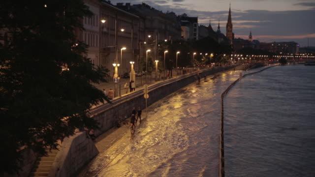 River Danube floods onto the Sztehlo Gábor road