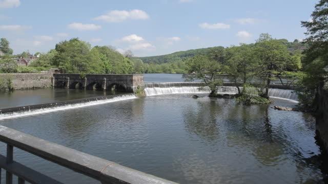 stockvideo's en b-roll-footage met river derwent, belper, derbyshire dales, derbyshire, england, uk, europe - derbyshire