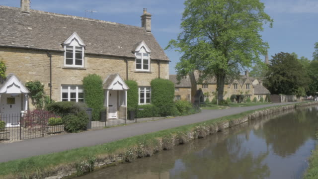 river eye and riverside cottages in lower slaughter, cotswolds, gloucestershire, england, united kingdom, europe - cotswolds stock videos & royalty-free footage