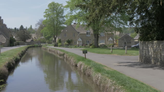 river eye running through lower slaughter, cotswolds, gloucestershire, england, united kingdom, europe - gloucestershire stock videos and b-roll footage