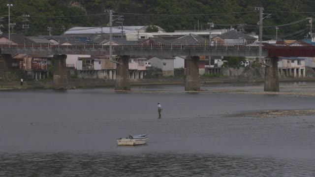 river, fisherman and boat, wakayama, japan - 男漁師点の映像素材/bロール