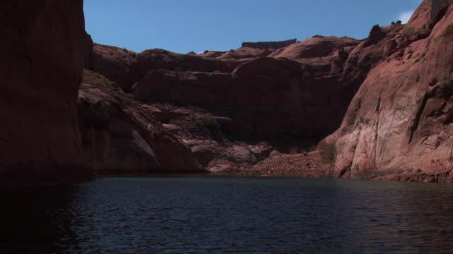 a river flows through a canyon in nevada. - black canyon stock videos & royalty-free footage