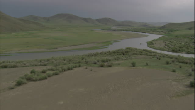 a river flows through grasslands in mongolia. available in hd. - independent mongolia stock videos & royalty-free footage