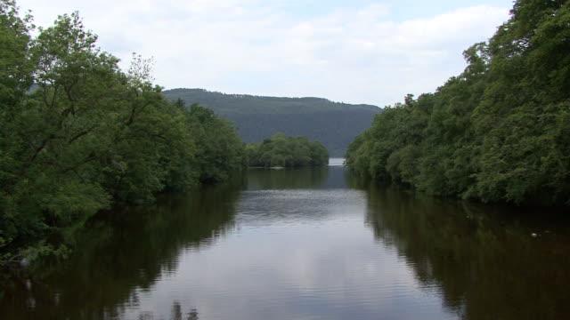 vidéos et rushes de la rivière foyers - canal eau vive