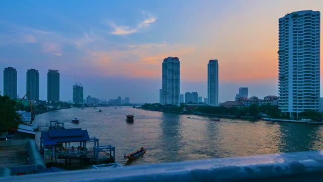 fluss in bangkok tl 4 k - fensterfront stock-videos und b-roll-filmmaterial