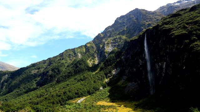 vidéos et rushes de rivière du glacier rob roy piste, wanaka, nouvelle-zélande - mont aspiring