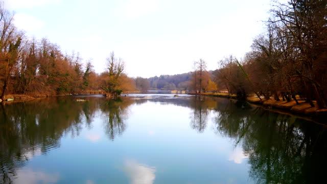 River Landschaft in den Frühling