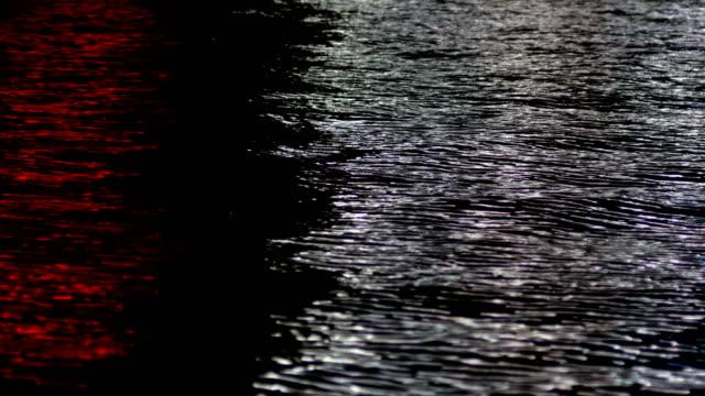 vídeos de stock, filmes e b-roll de rio, reflexo de luzes, noite - reflection