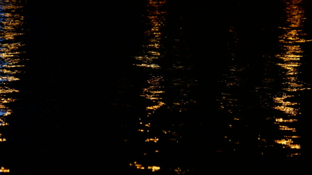 vídeos de stock e filmes b-roll de river, lights reflection, night - reflection