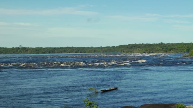 stockvideo's en b-roll-footage met ws zi river negro rapids / sao gabriel da cachoeira, amazonas, brazil - color negro