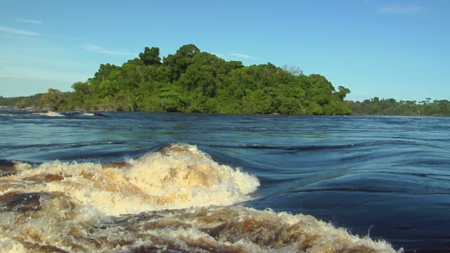 slo mo ms pan river negro rapids / sao gabriel da cachoeira, amazonas, brazil - cachoeira stock videos and b-roll footage
