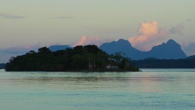 t/l ws river negro with small island and sleeping beauty mountain range in background, day to night / sao gabriel da cachoeira, amazonas, brazil - cachoeira stock videos and b-roll footage