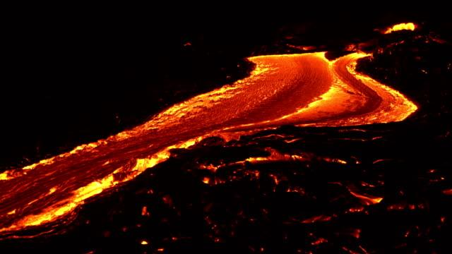 river of lava 16 night glowing hot flow from kilauea active volcano puu oo vent active volcano magma - lava video stock e b–roll
