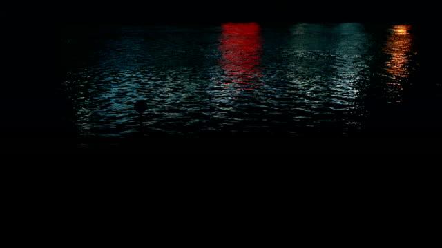 vídeos de stock e filmes b-roll de river, reflecting lights, night - reflection