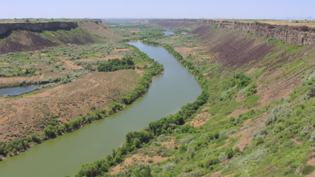 CU AERIAL LA TU River rocks and reveal Snake River / Idaho, United States