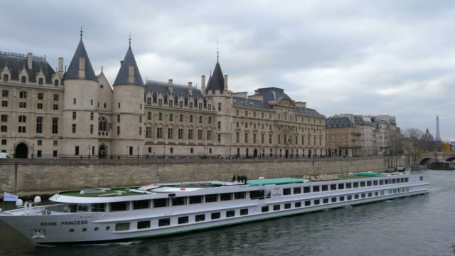 river seine at conciergerie, ile de france, paris, france - river seine stock videos & royalty-free footage